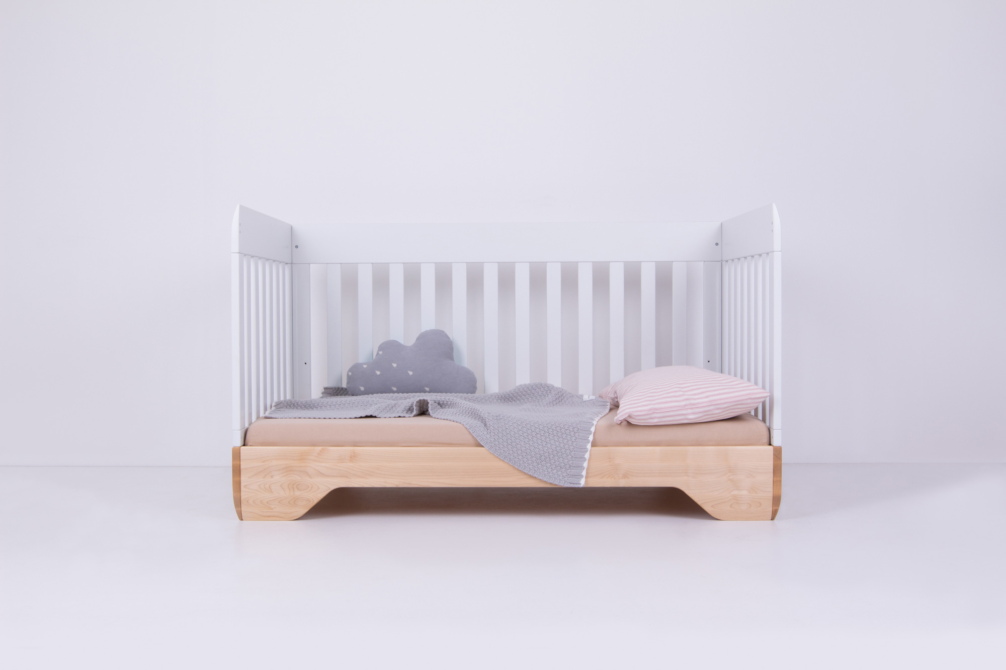 Echo Crib White with Side Panel removed and bedding