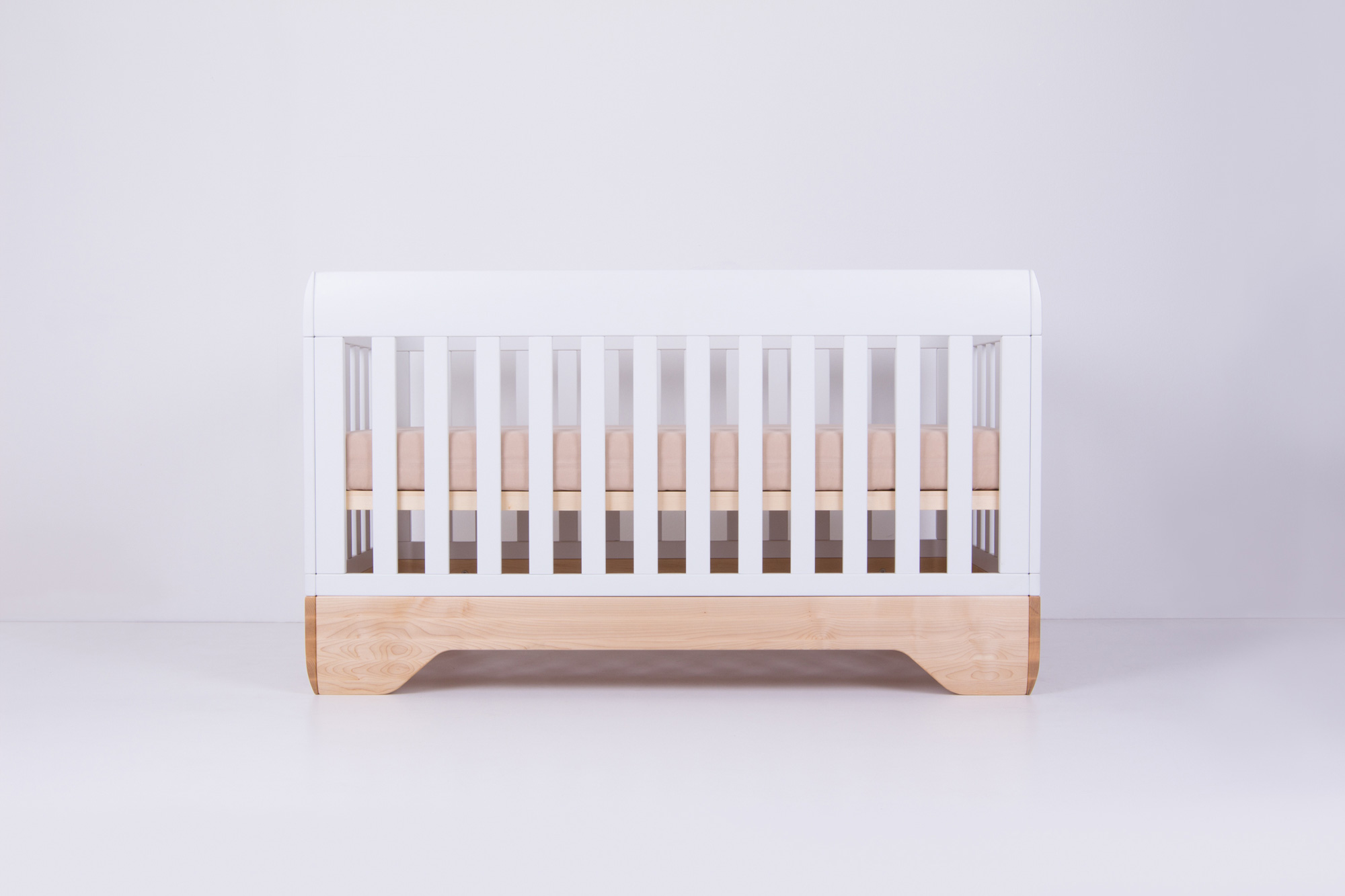 Echo Crib White, mattress support in high position with mattress