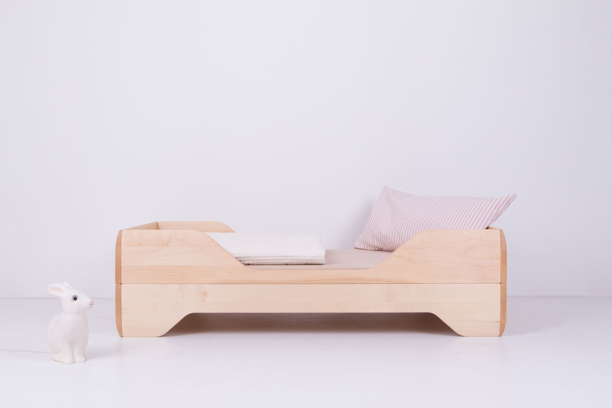 Echo Toddler Bed with bedding