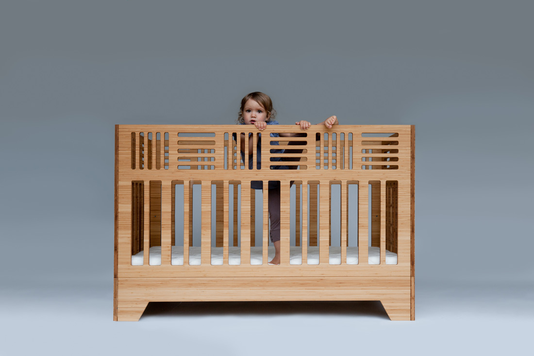 IO solid bamboo crib with fixed side
