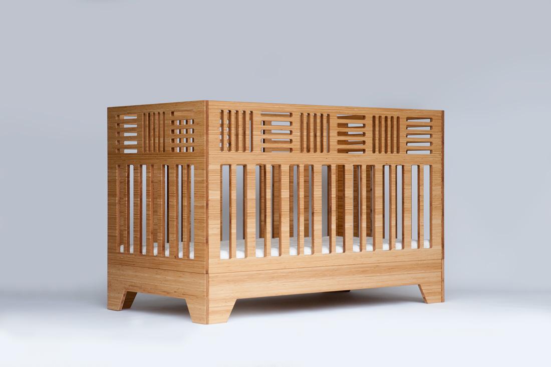 IO Crib three-quarter view