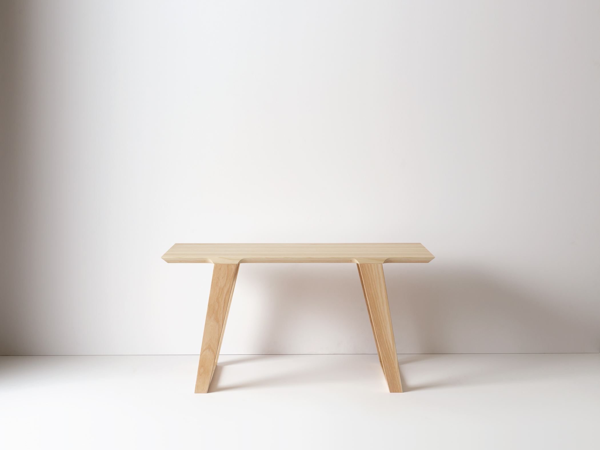 Small Isometric Bench in Ash