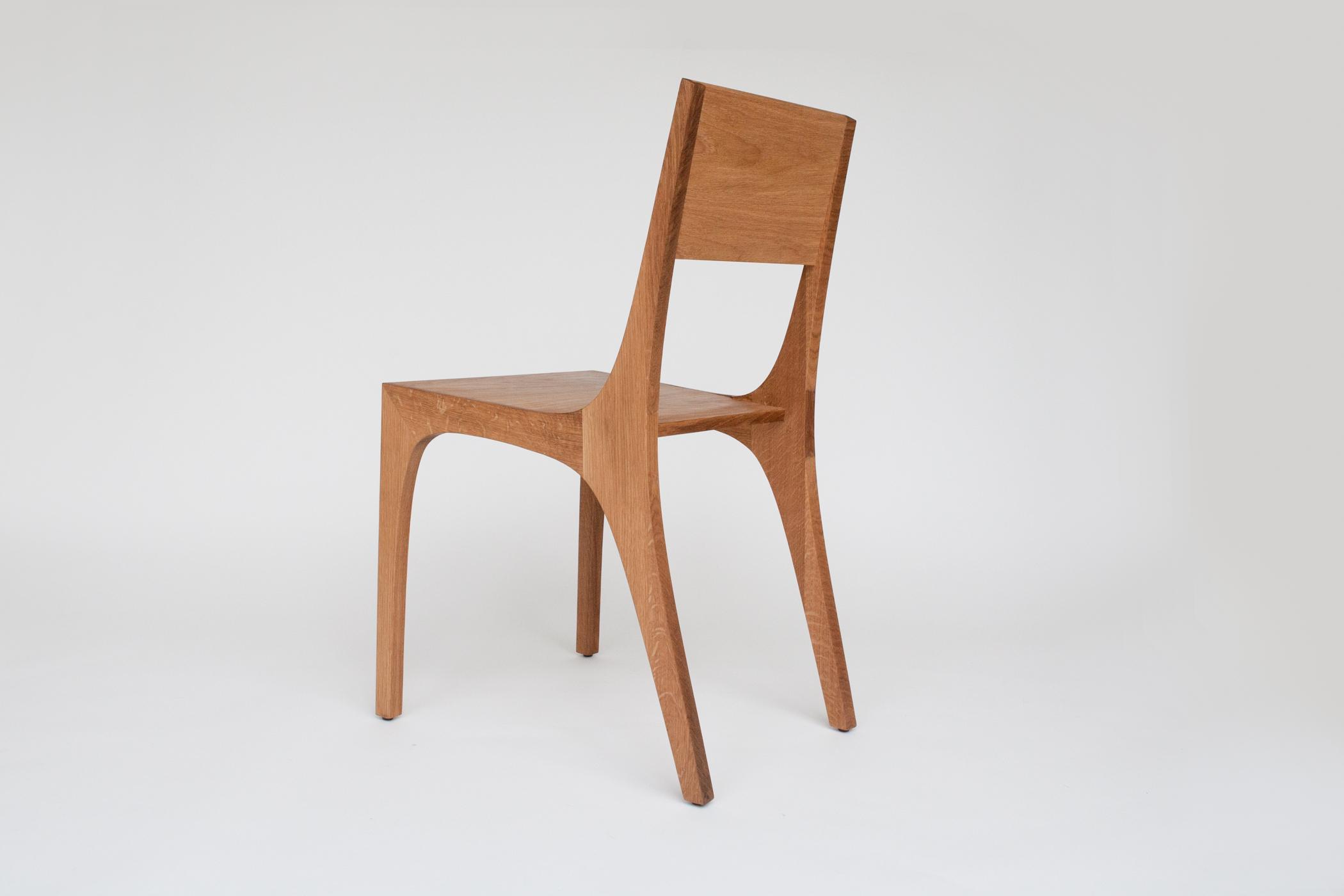 Isometric chair in white oak angled