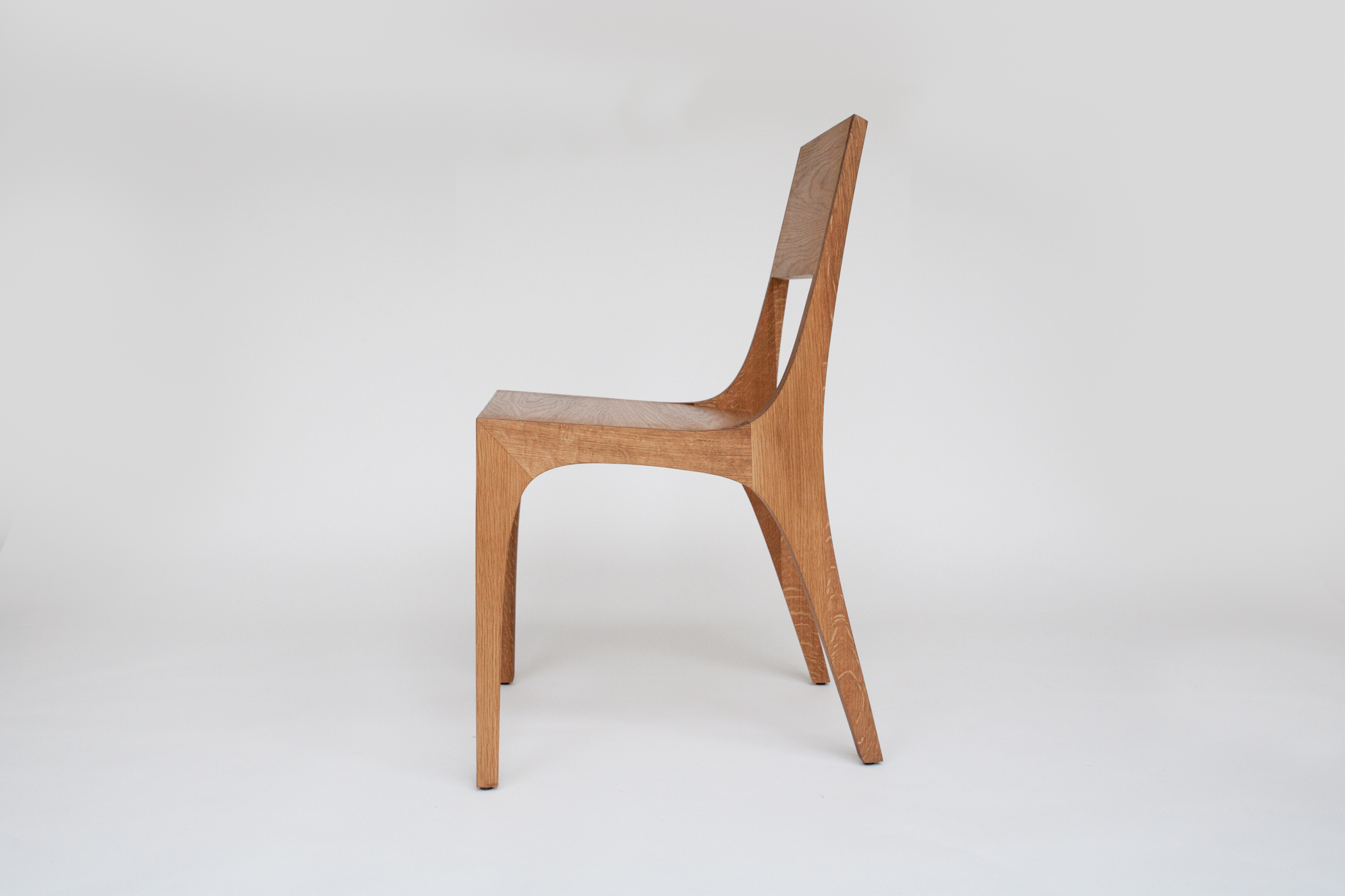 Isometric chair in white oak side view