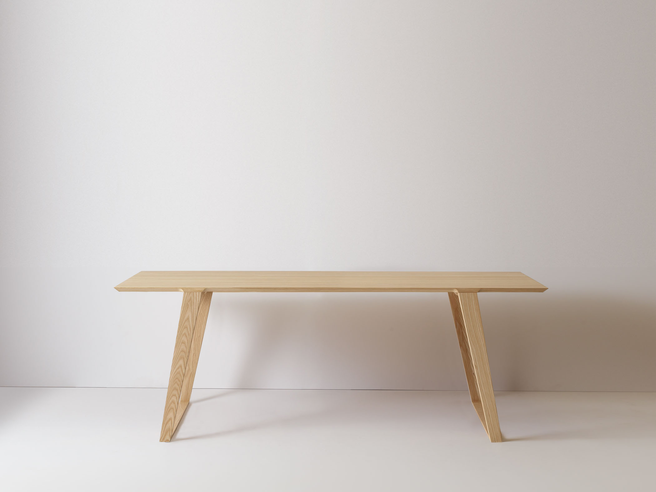 Medium Isometric Table in Ash