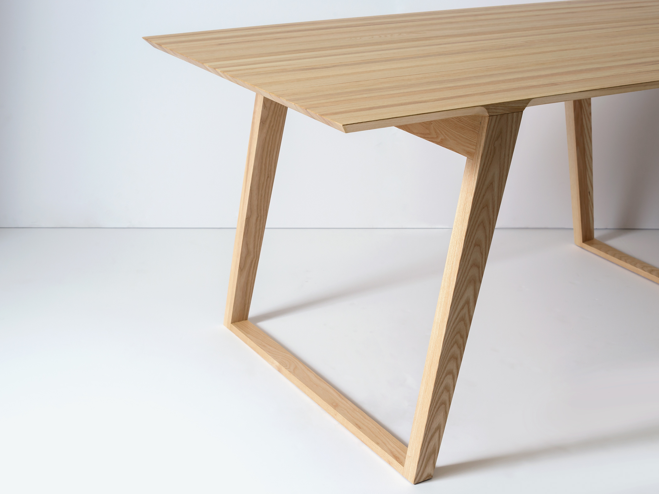Small Isometric Table in Ash Detail