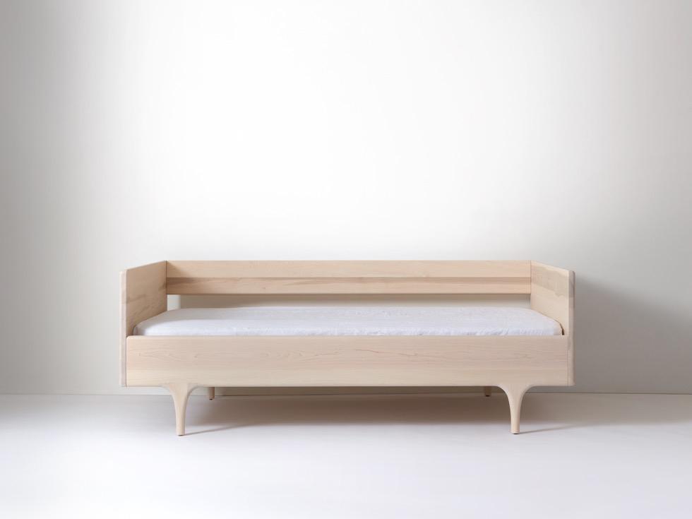 Divan twin modern solid wood daybed kalon studios us for Divan journal