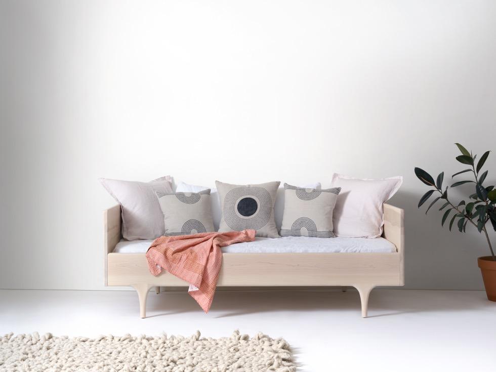 Divan twin modern solid wood daybed kalon studios us for Divan for sale