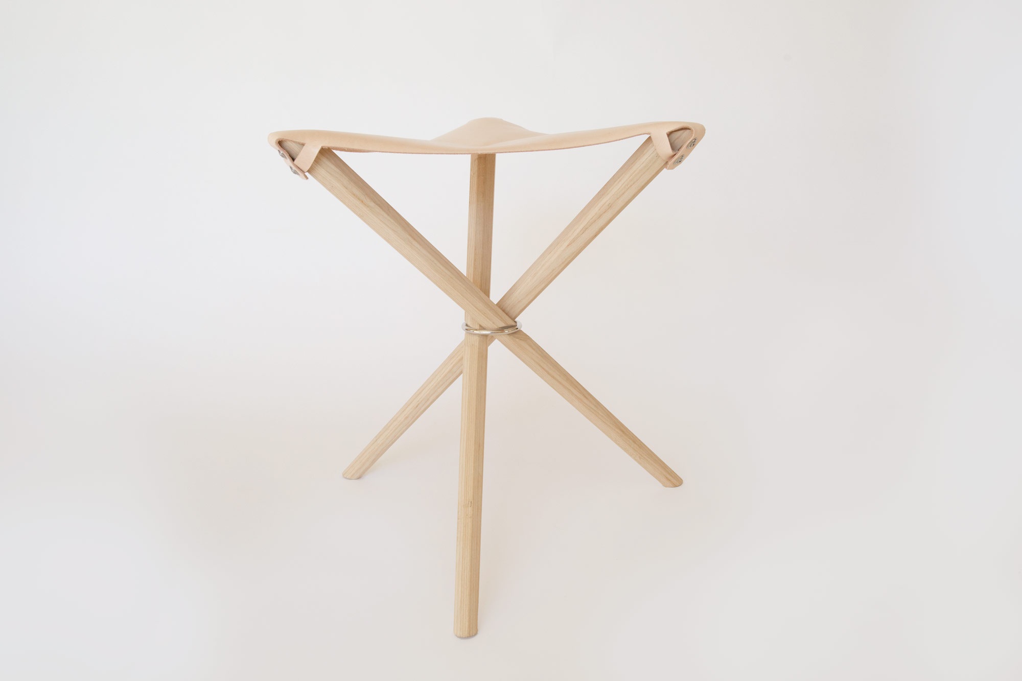 Coyote Stool in Veg Tan without Leash
