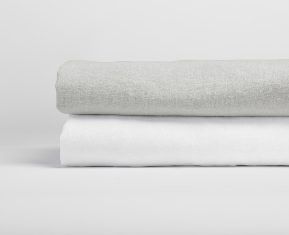 Relaxed Linen in Fog and Alpine White
